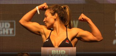 UFC 200: Bantamweight Champ Miesha Tate vs Amanda Nunes Weigh-in + Face-Off (HD)