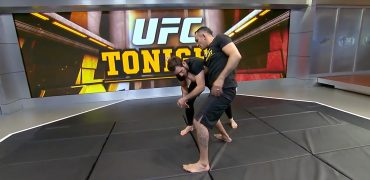"Tony ""El Cucuy"" Ferguson Demonstrates His D'Arce Choke Version With Kenny Florian"